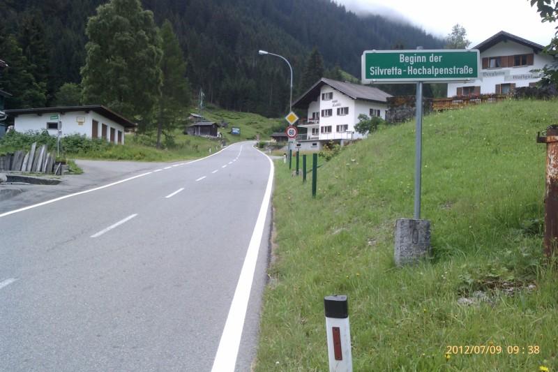 Hier beginnt die Silvretta-Hochalpenstraße.
