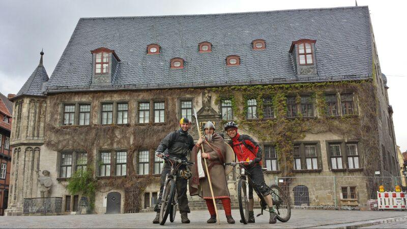 Geschafft!!! Ankunft am Quedlinburger Rathaus.